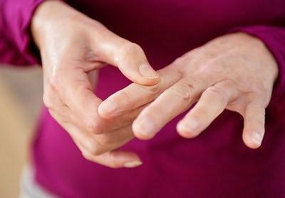 keskmine sormehaigus liigese tootlemise dislokatsioon