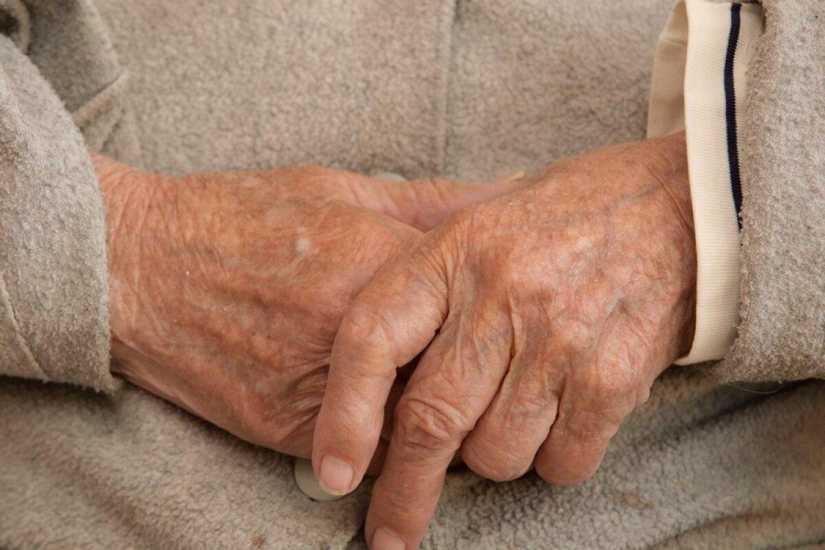 ravi liigeste kuldse vuntsete haigustega balsam valu liigeste valu